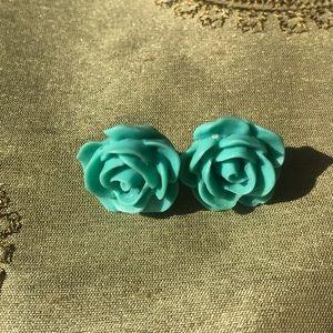 Jewelry - Blue rose shaped resin earrings